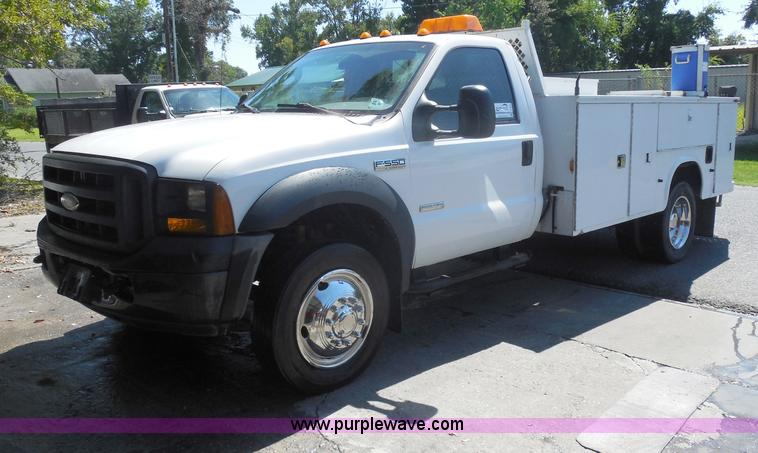 I1345.JPG - 2007 Ford F550 XL Super Duty service truck , 152,661 miles on odometer , 6 0L V8 OHV 32V turbo diese...