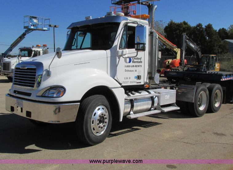 I4236.JPG - 2007 Freightliner Columbia CL120ST semi truck , 278,495 miles on odometer , Caterpillar C13 Acert 12...