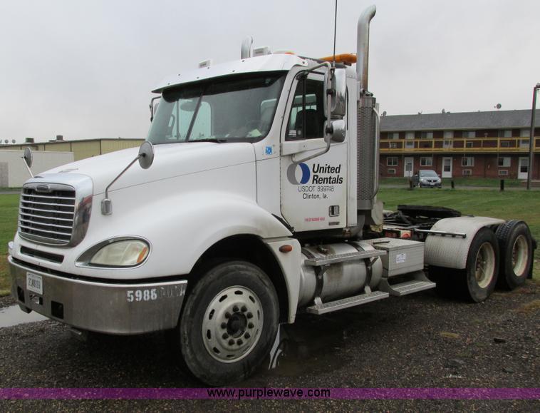 I4239.JPG - 2006 Freightliner Columbia 120 semi truck , 229,132 actual miles , Caterpillar C13 Acert 12 5L L6 di...