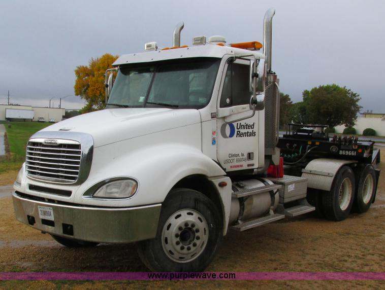 I4240.JPG - 2006 Freightliner Columbia 120 semi truck , 158,977 actual miles , Miles may vary, unit is still in ...