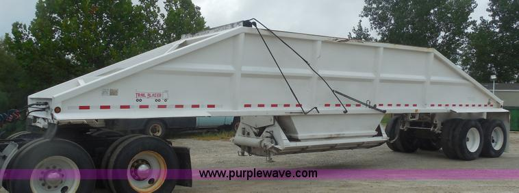 E7688.JPG - 2000 Trail Blazer S 4002 belly dump trailer , 40L , 22 cu yd capacity , Manual rollover tarp , Reyco...