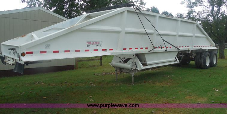 E7689.JPG - 2000 Trail Blazer S 4002 belly dump trailer , 40L , 22 cu yd capacity , Manual rollover tarp , Reyco...