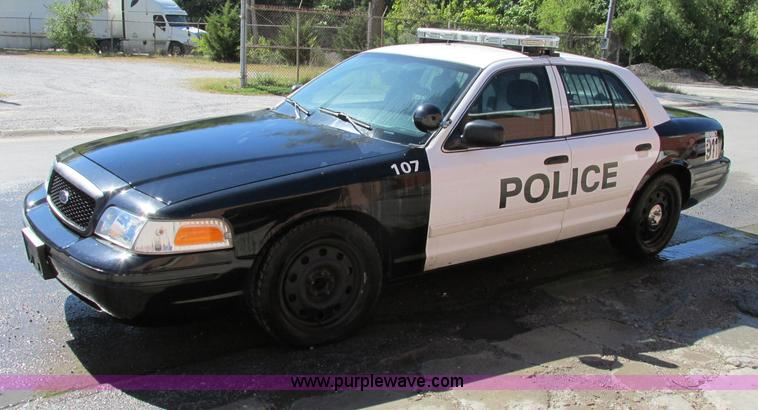 F5309.JPG - 2010 Ford Crown Victoria Police Interceptor , 128,086 actual miles , 4 6L V8 SOHC 16V FFV gas engine...