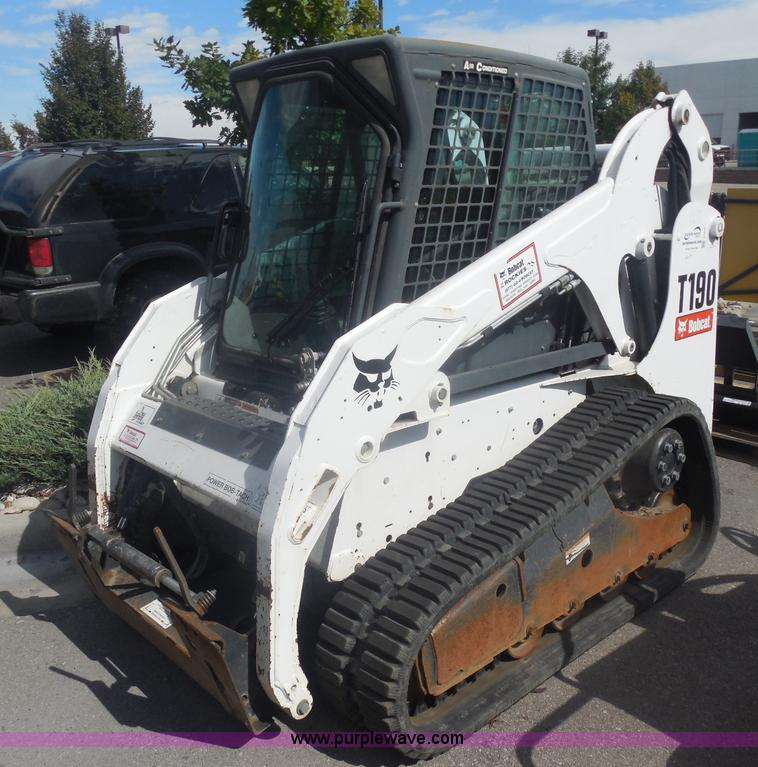 I1337.JPG - 2009 Bobcat T190 track skid steer , 2,078 hours on meter , Kubota four cylinder diesel engine , Encl...