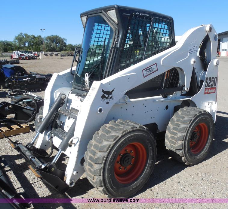 I1340.JPG - 2010 Bobcat S250 skid steer , 703 hours on meter , Kubota four cylinder diesel engine , Traction loc...