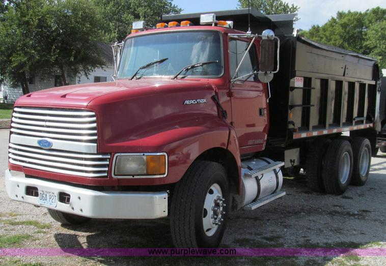 G2124.JPG - 1997 Ford LTLA9000 AeroMax 120 dump truck , 291,293 miles on odometer , Odometer has been replaced ,...