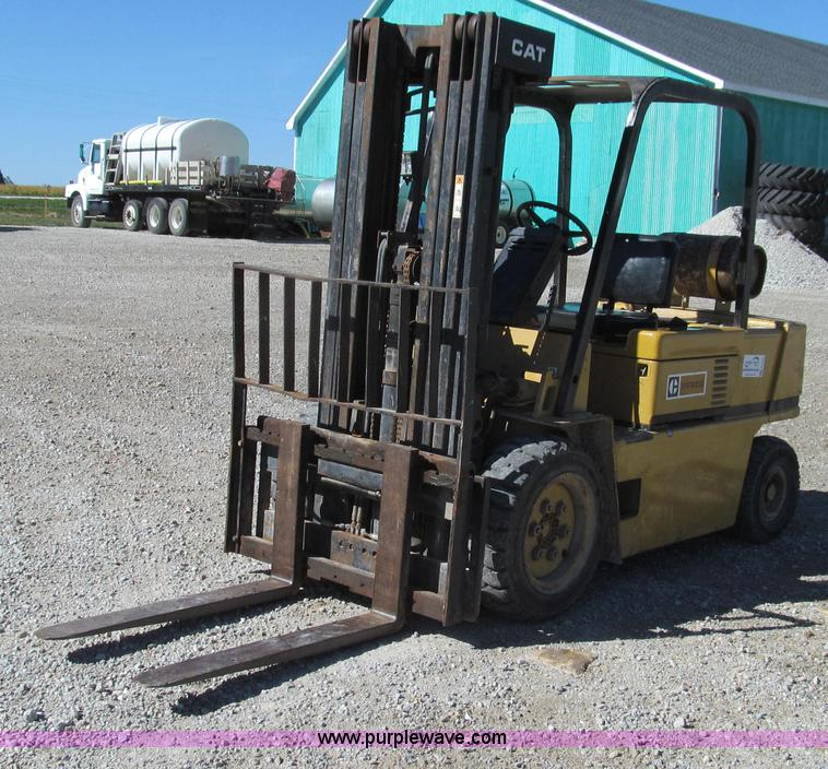 G2132.JPG - 1985 Caterpillar VC60D forklift , 2,274 hours on meter , Four cylinder LP engine , Power shift trans...