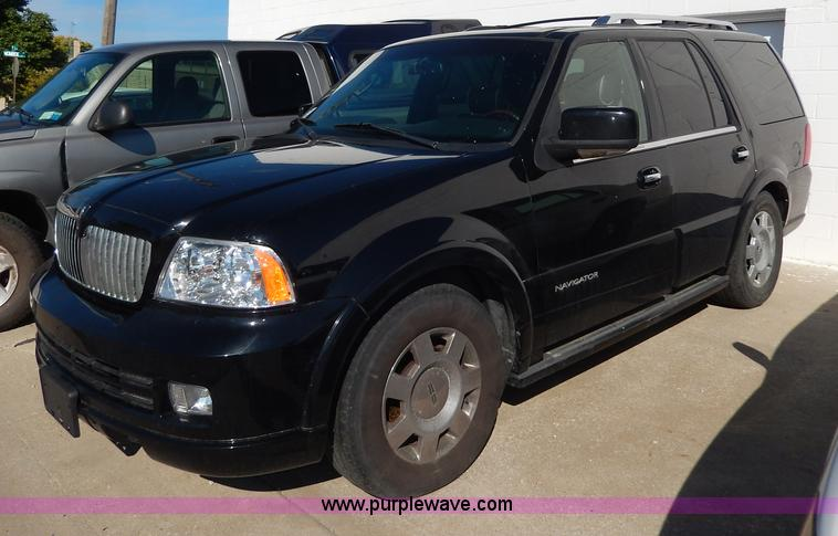 H9626.JPG - 2006 Lincoln Navigator Limited Edition SUV , 137,929 miles on odometer , 5 4L V8 SOHC 24V gas engine...