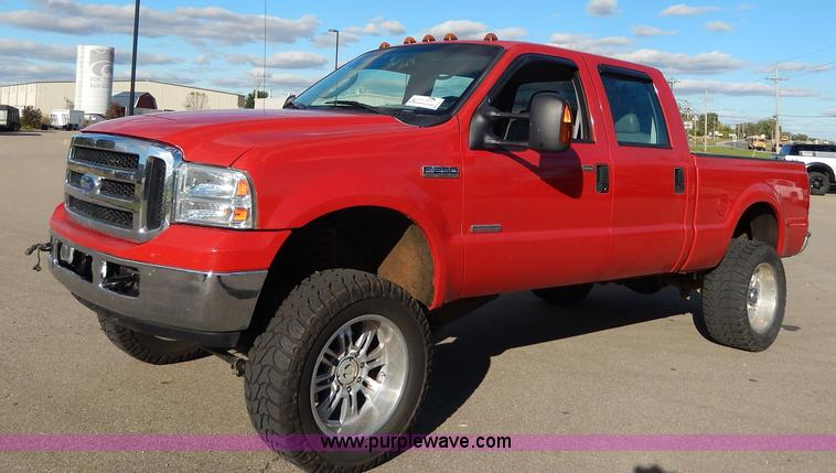 H9635.JPG - 2006 Ford F250 Super Duty Lariat pickup truck , 42,706 miles on odometer , 6 0L V8 OHV 32V turbo die...