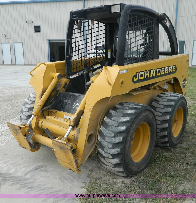 AD9948.JPG - 2000 John Deere 250 skid steer , 1,198 hours on meter , Three cylinder 64 HP diesel engine , Joystic...