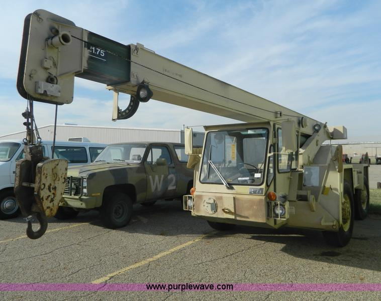 AZ9171.JPG - U S Surplus LRT 10 wheel mounted crane , 973 hours on meter , Diesel engine , 4F 1R gears , Four whe...