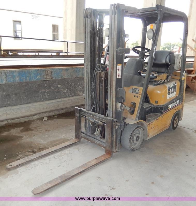No Reserve Auction On Tuesday May 07: 2003 Caterpillar GC15K Forklift