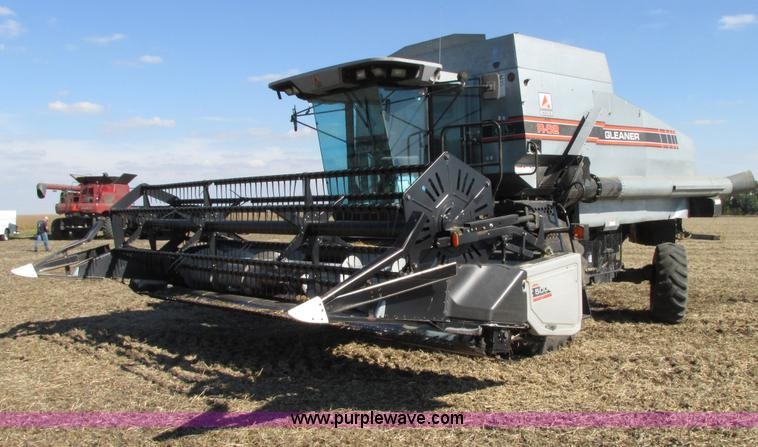 G9221.JPG - 1993 Gleaner R62 combine , 3,912 engine hours on meter , 2,384 separator hours on meter , Hours may ...