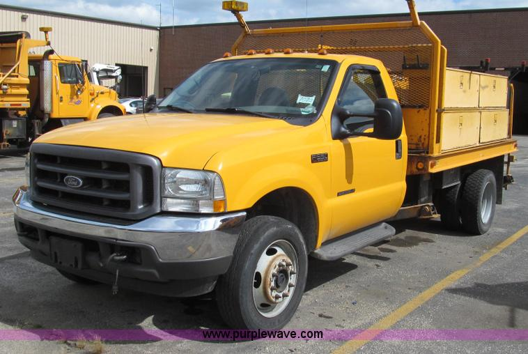 G2131.JPG - 2002 Ford F550 utility truck , 155,555 miles on odometer , 6,597 hours on meter , 7 3L V8 OHV 16V tu...