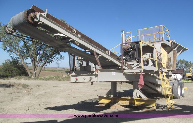 F7144.JPG - Universal portable jaw crusher , 250 RPM , 18 x 24 crusher , Approximately 32L tandem axle trailer ,...