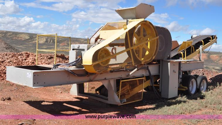 G6168.JPG - Pioneer Engineering 4022 roll crusher , 150 HP electric motor , 40 quot x 22 quot rolls , Tire drive...
