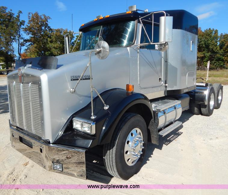 B5973.JPG - 1999 Kenworth T800 semi truck , 58,727 miles on odometer , Cummins ISM 10 8L L6 diesel engine , Rock...