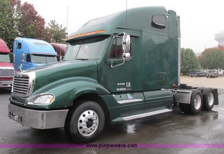 F5361.JPG - 2006 Freightliner Columbia CL120 semi truck , 1,035,277 miles on odometer , Caterpillar C15 14 6L L6...