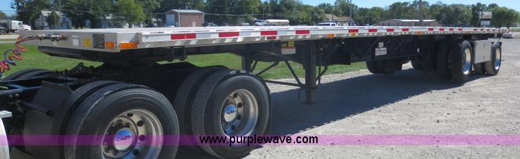 F6687.JPG - 2011 Transcraft Eagle II flatbed trailer , Rear moffet kit , 45L x 102 quot W , Aluminum floor , 12 ...