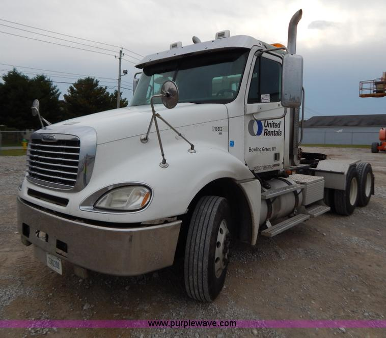 B5980.JPG - 2007 Freightliner Columbia semi truck , 271,713 miles on odometer , 7,738 hours on meter , Caterpill...