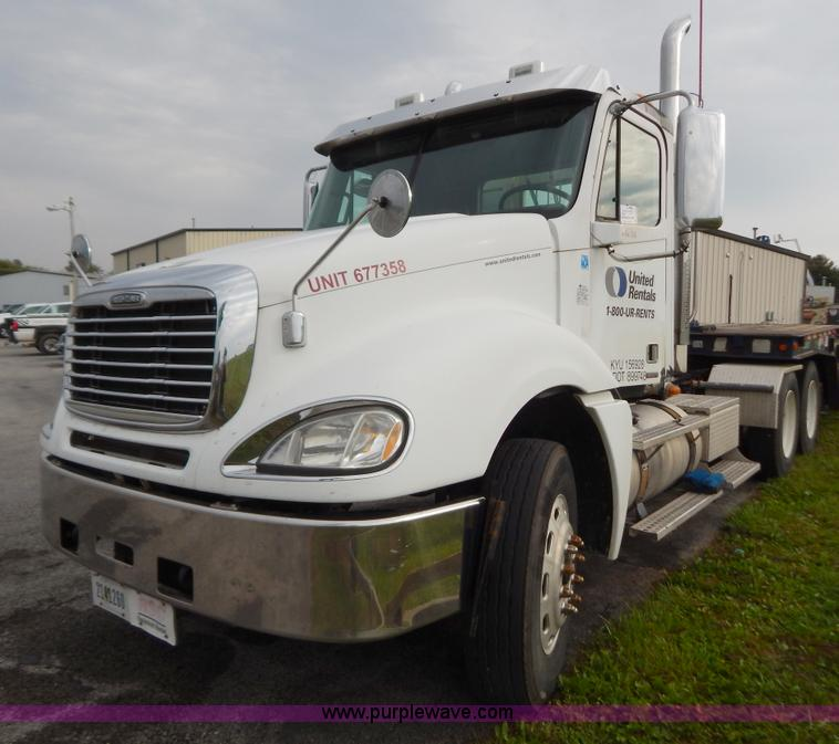 B5982.JPG - 2007 Freightliner Columbia semi truck , 303,430 miles on odometer , 8,058 hours on meter , Caterpill...