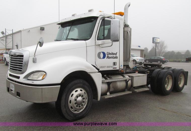 E4621.JPG - 2007 Freightliner Columbia 120ST semi truck , 264,062 miles on odometer , Caterpillar C13 Acert 12 5...