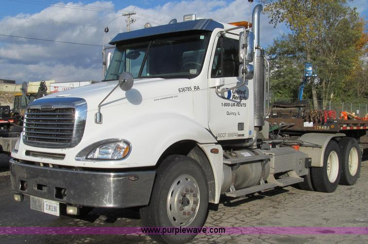 G2171.JPG - 2006 Freightliner Columbia semi truck , 301,530 miles on odometer , Caterpillar C13 Acert 12 5L L6 d...