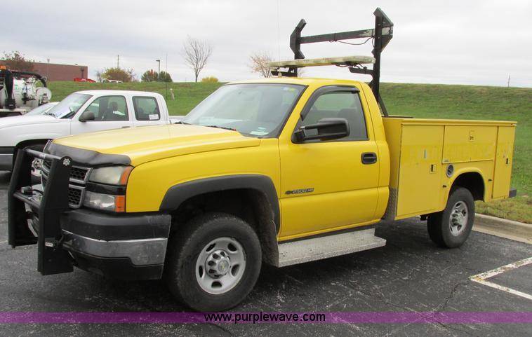 F5370.JPG - 2006 Chevrolet Silverado 2500HD service truck , 182,987 actual miles , 6 0L V8 OHV 16V gas engine , ...