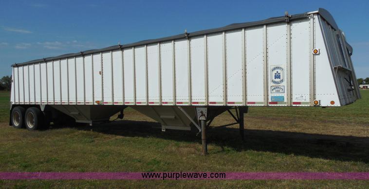 E7738.JPG - 2000 Merritt aluminum grain trailer , 43L x 96 quot W , 68 quot sides , Manual tarp , 2 shoots , Ag ...
