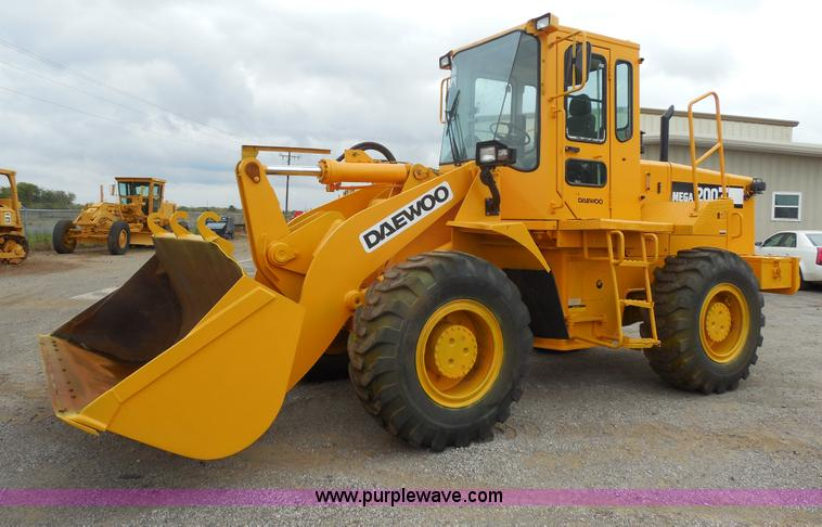 F3251.JPG - Daewoo Mega 200III articulated wheel loader , 3,720 hours on meter , Doonall six cylinder diesel eng...