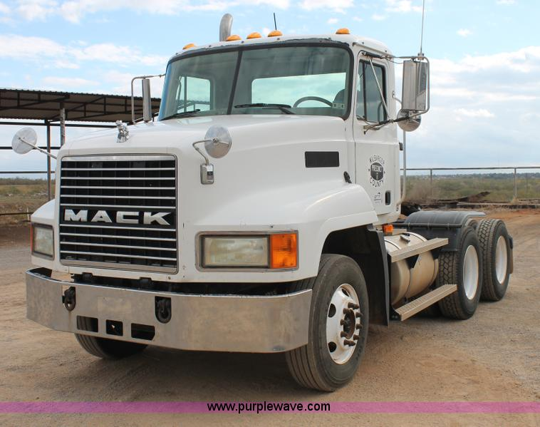 G5851.JPG - 2003 Mack CH613 semi truck , 446,561 miles on odometer , 12,286 hours on meter , Mack E7 12 0L L6 di...