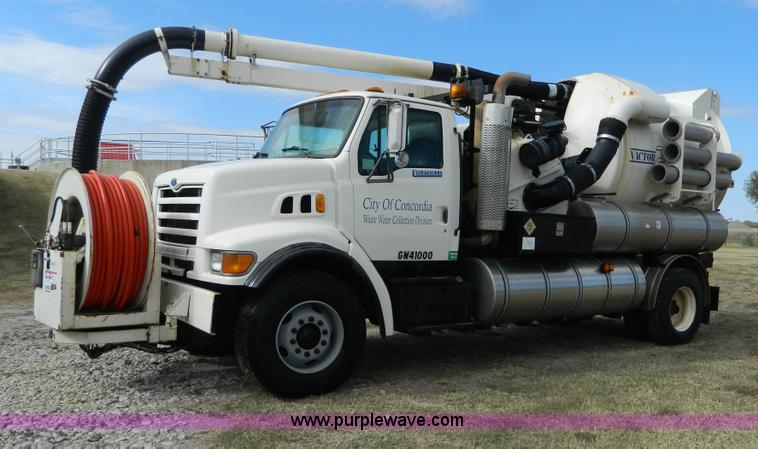 D6068.JPG - 1997 Ford L8501 Louisville 101 sewer cleaning truck , 61,150 miles on odometer , Cummins six cylinde...