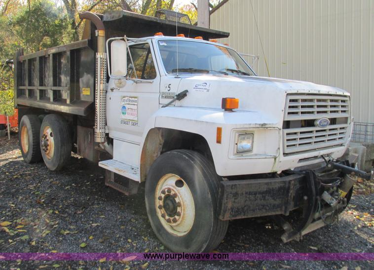 I1254.JPG - 1994 Ford F800 dump truck , 61,448 miles on odometer , Ford six cylinder diesel engine , Six speed m...