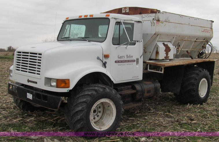 G2177.JPG - 1994 International 4900 dry fertilizer spreader truck , 207,172 miles on odometer , International DT...