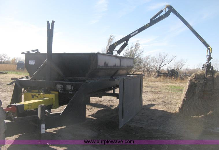 H4366.JPG - Two bale hay processor with grapple , 2006 JMS 170 hydraulic grapple loader , 360 degree rotation , ...