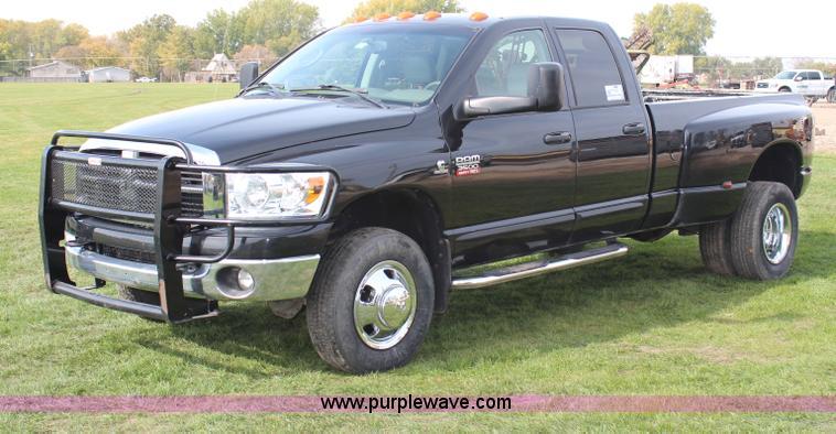 H7974.JPG - 2007 Dodge Ram 3500 Quad Cab pickup truck , 178,027 miles on odometer , 6 7L L6 OHV 24V turbo diesel...