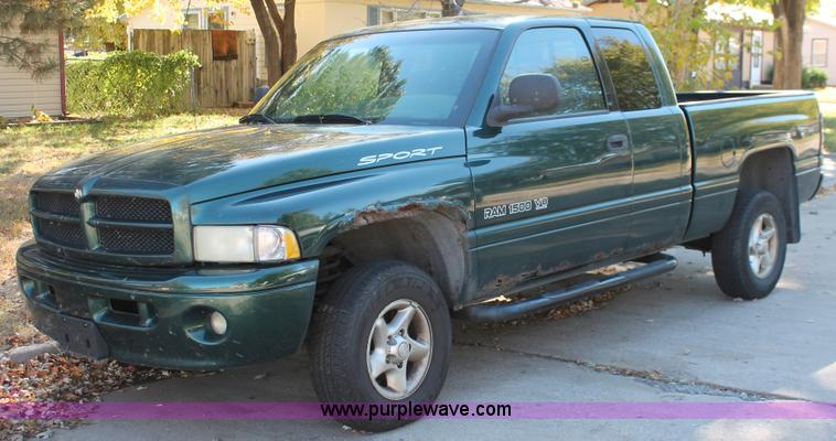 2001 dodge ram 1500 sport quad cab pickup truck no reserve auction on wednesday december 04. Black Bedroom Furniture Sets. Home Design Ideas