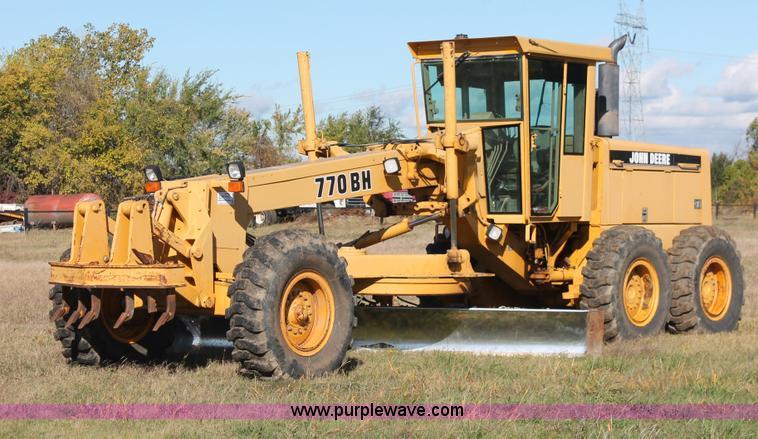 H4211.JPG - 1995 John Deere 770BH articulated motor grader , 14,121 hours on meter , John Deere 6076ADW31 diesel...