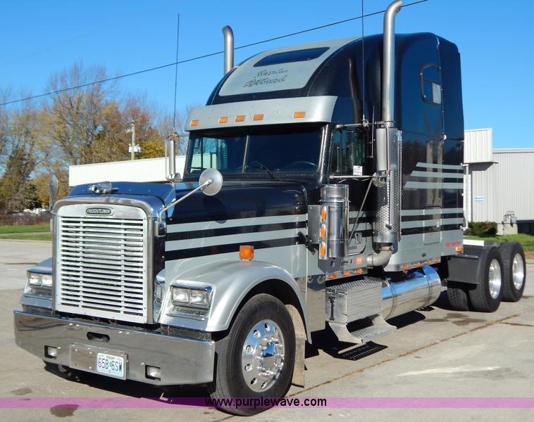 H3996.JPG - 2000 Freightliner FLD Classic XL semi truck , 902,000 miles on odometer , Detroit Diesel Series 60 1...