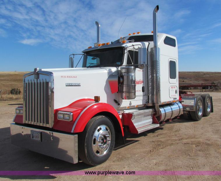 H7272.JPG - 2005 Kenworth W900 semi truck , 374,014 miles on odometer , 14,040 hours on meter , Cummins 14 9L L6...