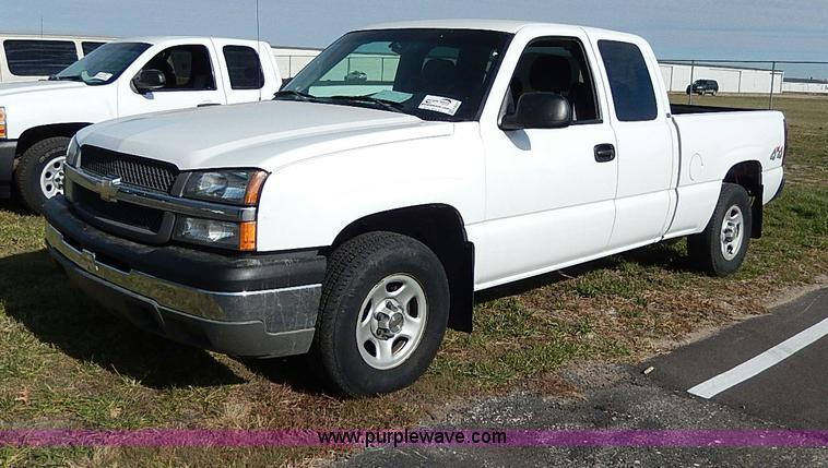 H9527.JPG - 2004 Chevrolet Silverado 1500 Ext Cab pickup truck , 129,431 miles on odometer , 5 3L V8 OHV 16V gas...