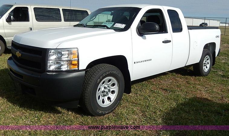 H9528.JPG - 2009 Chevrolet Silverado 1500 Ext Cab pickup truck , 99,183 miles on odometer , 5 3L V8 OHV 16V FFV ...