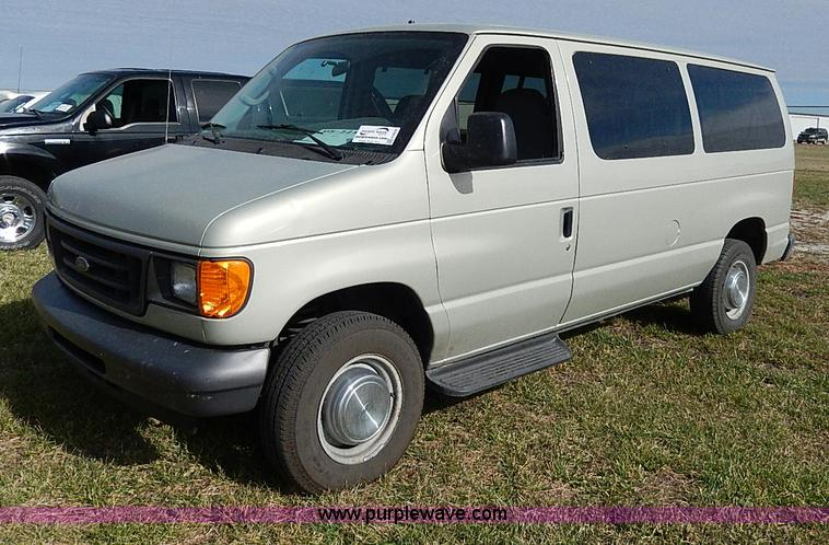 H9529.JPG - 2005 Ford E350 XL Super Duty van , 167,372 miles on odometer , 5 4L V8 SOHC 16V gas engine , Automat...