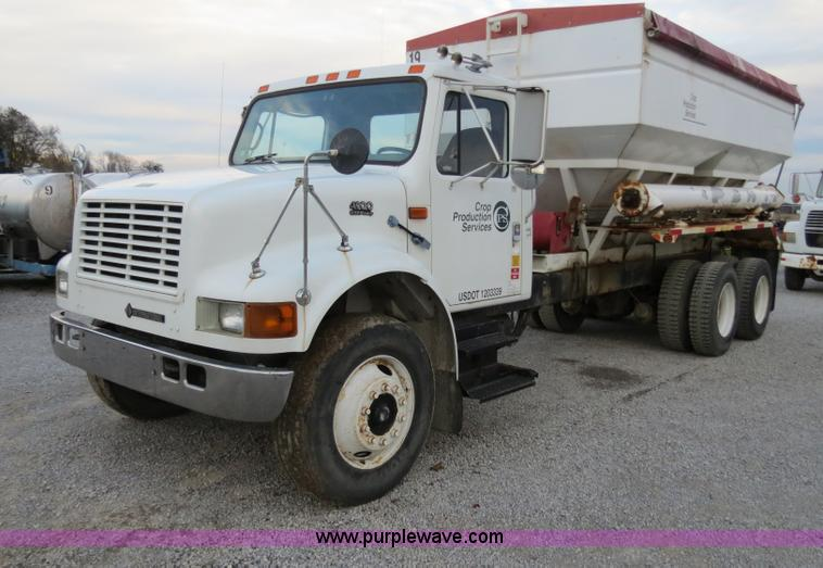 B4800.JPG - 1999 International 4900 tender truck , 181,505 miles on odometer , 9,180 hours on meter , Internatio...