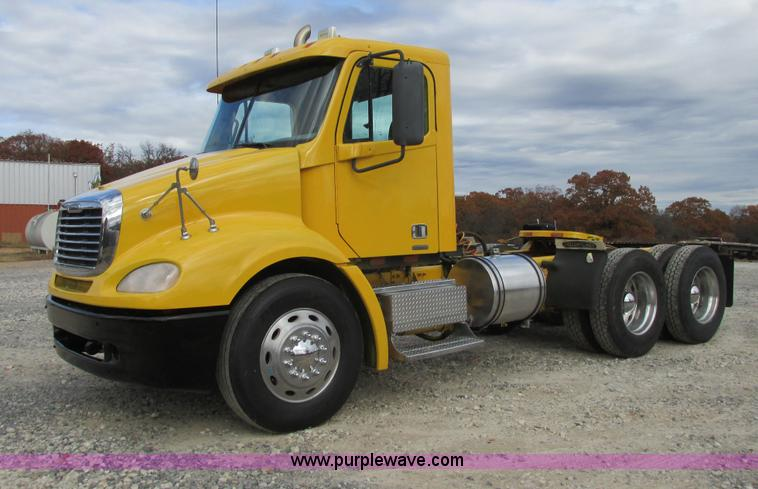 I4962.JPG - 2004 Freightliner Columbia semi truck , 965,090 miles on odometer , Mercedes Benz MBE 400 L6, 12 8L ...