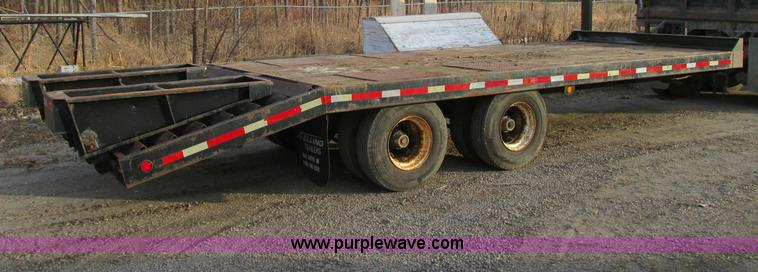 E5222.JPG - 1993 Felling equipment trailer , 30 overall length , 19L x 102 quot W deck , 5L x 102 quot W dovetai...