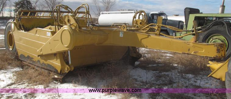 F7205.JPG - 2003 Noble 417 forced ejection scraper , 17 yd capacity , Mount for rear hitch , No hitch included ,...