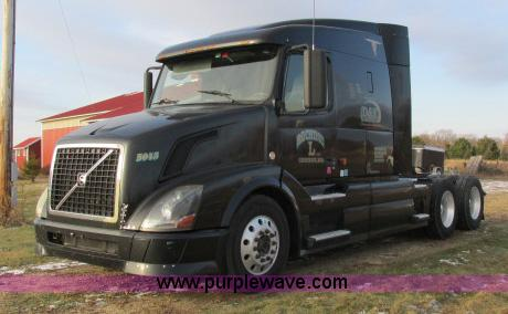 G8917.JPG - 2007 Volvo VNL 10th Anniversary Series 630 semi truck , 745,614 miles on odometer , Cummins ISX400 1...