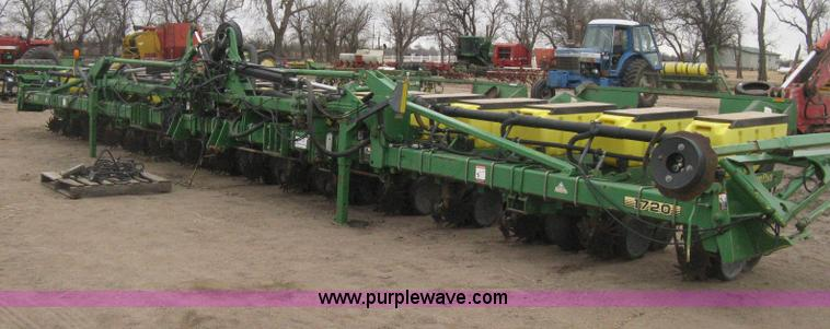 H4296.JPG - 2001 John Deere 1720 Integral Stack Fold planter , 16 row , 30 quot spacing , Max Emerge Plus Vacu M...
