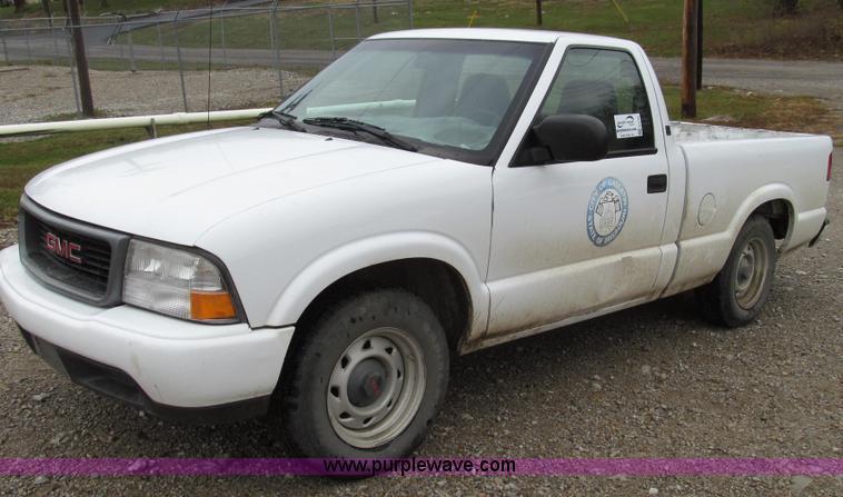 G2191.JPG - 2000 GMC Sonoma SL pickup truck , 47,102 miles on odometer , 2 2L L4 OHV 8V FFV gas engine , Automat...